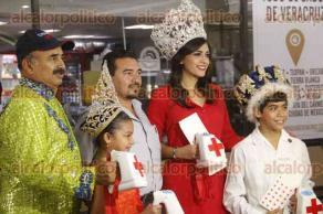 Veracruz, Ver., 23 de marzo de 2017.- La corte real del Carnaval de Veracruz 2017, participa en la colecta anual de Cruz Roja Mexicana. Acudieron a reconocido café, donde se dan cita políticos y empresarios para asegurar que la cooperación fuera generosa.