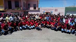 Perote, Ver., 24 de marzo de 2017.- El profesor Francisco Herrera, delegado de CONAFE, entregó 9 mil 478 paquetes de útiles escolares a niñas y niños de mil 87 escuelas comunitarias, durante la Cruzada Nacional para Combatir el Rezago Educativo.