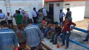 Córdoba, Ver., 24 de marzo de 2017.- Personal de HidroSistemas se reunió con habitantes de la congregación San José de Tapia, quienes bloquearon la carretera Córdoba – Naranjal por más de 4 horas en protesta porque llevan más de una semana sin agua.