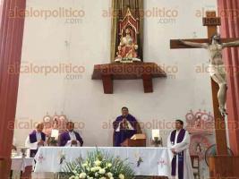 Papantla, Ver., 24 de marzo de 2017.- Grey católica se dio cita para conocer a nuevo párroco de la iglesia de Cristo Rey y expresarle su apoyo en esta nueva encomienda.