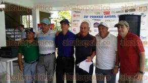 Coatzintla, Ver., 25 de marzo de 2017.- El subdirector de Producción de Campos No Convencionales, José Luis Fong Aguilar, visitó la comunidad de Corralillos para participar en el torneo del Club de Golf