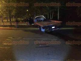 Xalapa, Ver., 25 de marzo de 2017.- Peritos de Tránsito del Estado tomaron conocimiento del percance y ordenaron el traslado de la grúa hasta sus oficinas para el deslinde de responsabilidades.