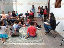 Xalapa, Ver., 25 de marzo de 2017.- En la a Galería de Arte Contemporáneo de Xalapa (GACX) se desarrollan diversas actividades en la sala de lectura Equinoccios para fomentar la lectura en familia.