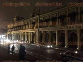 """Xalapa, Ver., 25 de marzo de 2017.- Aunque los comercios del Centro Histórico no se sumaron a la """"Hora del Planeta"""", el Palacio de Gobierno, el edificio del Ayuntamiento y el Parque"""