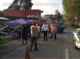 Xalapa, Ver., 26 de marzo de 2017.- La mañana de este domingo, Subdirección de Comercio y la Dirección de Inspección hicieron un operativo en el bazar de la avenida Orizaba.
