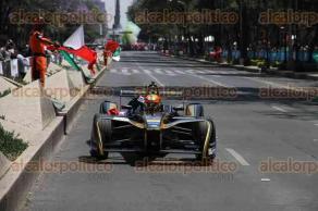 Ciudad de México, 26 de marzo de 2017.- En Paseo de la Reforma, entre la Estela de Luz y la Diana Cazadora, el piloto Esteban Gutiérrez y su monoplaza de Fórmula E hicieron una exhibición Road Show previo a la carrera de Fórmula E en el Autódromo Hermanos Rodríguez el próximo 1 de abril.