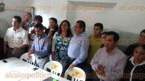 Papantla, Ver., 26 de marzo de 2017.- Rueda de prensa con el aspirante a la candidatura del PRD,  Celestino Pino Guevara, acompañado de los consejeros estatales Galdino Diego Pérez y Rodolfo Pérez Maya.