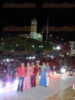 Papantla, Ver., 26 de marzo de 2017.- Ante una multitud reunida en la explanada del Palacio Municipal, se coronó a Rocío Ramírez Mota y Fernando Guerrero como los Reyes del Carnaval.