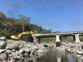 Córdoba, Ver., 27 de marzo de 2017.- Este lunes, autoridades municipales de Córdoba iniciaron la demolición del puente