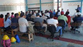 Minatitlán, Ver., 27 de marzo de 2017.- Con sede en el aeropuerto, 45 trabajadores de empresas de Orizaba, Córdoba, Acayucan, Coatzacoalcos y este municipio se capacitan en el combate y prevención de incendios; el curso dura 3 días.