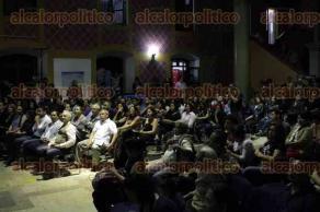 Xalapa, Ver., 27 de marzo de 2017.- La noche de este lunes fue inaugurado el Festival del Día Mundial del Teatro en la Facultad de Artes de la Universidad Veracruzana, al evento asistieron el alcalde de Xalapa, Américo Zúñiga Martínez, y la rectora Sara Ladrón de Guevara.