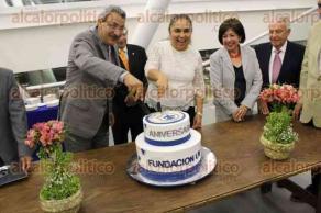 Xalapa, Ver., 28 de marzo de 2017.- La rectora Sara Ladrón de Guevara presidió la ceremonia del 25 aniversario de la Fundación de la Universidad Veracruzana en el anexo de la sala Tlaqná, la tarde de este martes.