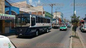 Xalapa, Ver., 29 de marzo de 2017.- Por orden de un Juez, fue desalojado un local de la avenida Atenas Veracruzana, en la colonia Revolución; no se trató de un desalojo de comerciantes ambulantes.