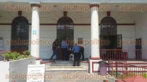 Veracruz, Ver., 29 de marzo de 2017.- El hombre se encontraba cuidando un casa de empeño. Al lugar arribaron paramédicos de la Cruz Roja que lo trasladaron a la clínica 14 del IMSS.