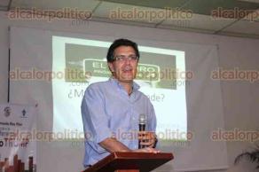 Xalapa, Ver., 29 de marzo de 2017.- En el auditorio de la facultad de Economía de la UV, el senador Armando Ríos Piter dio la conferencia