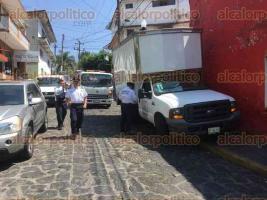 Xalapa, Ver., 29 de marzo de 2017.- La Dirección de Tránsito del Estado continúa los operativos para retirar vehículos mal estacionados y objetos utilizados para apartar lugares en distintos puntos de la ciudad.