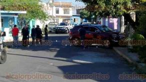 Córdoba, Ver., 30 de marzo de 2017.- La mañana de este jueves en la avenida 32 y calle 12 de la colonia Nuevo Toxpan un hombre y una mujer fueron asesinados a balazos cuando viajaban a bordo de una camioneta cerrada.