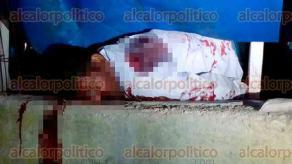 """Sayula de Alemán, Ver., 30 de marzo de 2017.- La noche de este miércoles, fueron ejecutados dos hombres cuando se encontraban en el restaurante """"Pollo los Reyes"""", ubicado a un costado de la carretera Transístmica."""