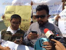 Coatzacoalcos, Ver., 30 de marzo de 2017.- Periodistas, camarógrafos y fotógrafos se manifiestan contra los hechos de violencia que han sufrido compañeros en otros municipios del Estado.
