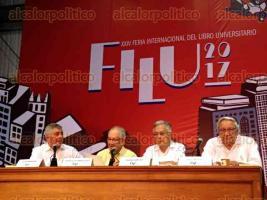 Xalapa, 22 de abril de 2017.- En la XXIV Feria Internacional del Libro Universitario, el senador Manuel Bartlett y Luis Benavides, autor, presentaron el libro