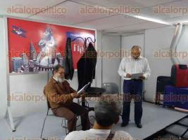 Xalapa, Ver., 22 de abril de 2017.- Con algunas escenificaciones fue presentada la obra Corruptocracia, en la XXIV Feria Internacional del Libro Universitario 2017.
