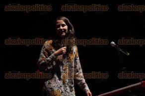 Banderilla, Ver., 23 de abril de 2017.- Durante la conferencia de prensa por su participación en la Expo Feria Banderilla, la cantante Ximena Sariñana comentó que el próximo 30 de abril se presentará en la capital del Estado con la Big Band de Jazz UV.