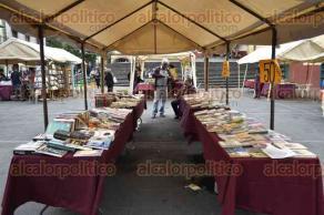 Xalapa, Ver., 24 de abril de 2017.- En el marco del Día internacional del Libro, tiene lugar el Festival Cultural del Libro en Plaza Lerdo, el cual permanecerá hasta este domingo.