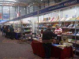 Xalapa, Ver., 24 de abril de 2017.- A tres días de haber iniciado la Feria Internacional del Libro Universitario 2017, distintas casas editoriales refieren que hasta el momento las ventas han sido las esperadas, a pesar de la crisis económica en la entidad.