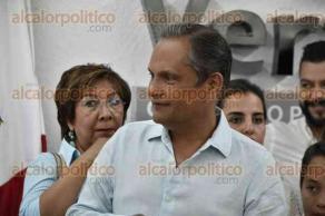 Xalapa, Ver., 25 de abril de 2017.- El empresario Nicanor Moreira Ruiz se registró la tarde de este martes como candidato del Partido Nueva Alianza para buscar la Alcaldía de la capital en las elecciones del próximo 4 de junio.