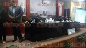 Xalapa, Ver., 26 de abril de 2017.- Foro para el fortalecimiento y desarrollo de las mipymes veracruzanas, presidido por Rafael Fentanes Hernández, en el Congreso del Estado.
