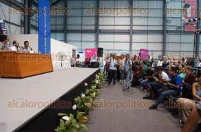 Xalapa, Ver., 26 de abril de 2017.- El padre Alejandro Solalinde también presentó su libro