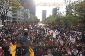 Ciudad de México, 26 de abril de 2017.- Los padres de los 43 normalistas de Ayotzinapa afirman que sigue su búsqueda a 31 meses de la desaparición forzada de sus hijos, por lo que piden respuestas a la PGR y una reunión con Raúl Cervantes. Este miércoles, marcharon de la Procuraduría al Hemiciclo a Juárez para exigir justicia.