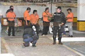 Veracruz Ver 27 de abril de 2017.- Autoridades aseguraron un casquillo percutido, al parecer calibre 22, en el estacionamiento subterráneo del centro comercial Chedraui Brisas, luego de que un hombre de 66 años recibiera un balazo en la pierna por resistirse a ser asaltado.