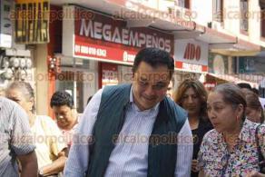 Xalapa, Ver., 28 de abril de 2017.- La mañana de este viernes, el alcalde Américo Zúñiga Martínez, en compañía de regidores, cortó el listón de inauguración de la rehabilitación de la calle Primo Verdad.