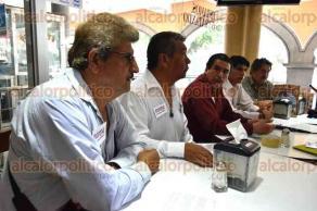Xalapa, Ver., 28 de abril de 2017.- Militantes de MORENA rechazaron los actos de corrupción y exigen que se corrija y reencauce este proceso electoral. Piden la destitución de Manuel Huerta y dieron a conocer una denuncia en contra de Cuitláhuac García por agresión.