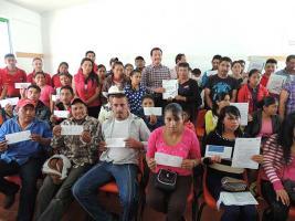 Xalapa, Ver., 28 de abril de 2017.- Programa Becas Acércate a tu Escuela del CONAFE, apoyó económicamente a mil 663 niñas, niños y jóvenes de zonas rurales de alto grado de marginación, para que continúen con sus estudios.