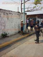 Veracruz, Ver., 28 de abril de 2017.- Un hombre, quien presuntamente padece de sus facultades mentales, fue capturado, golpeado y amarrado a un poste por vecinos, en la colonia Miguel Hidalgo, luego de que entrara a una casa a robar.