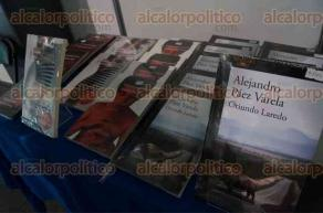"""Xalapa, Ver., 28 de abril de 2017.- En el salón """"Juan Vicente Melo"""" como parte de los """"Diálogos interdisciplinarios por la paz"""", se presentó el libro Oriundo Laredo, del editor, escritor y periodista Alejandro Páez Varela."""