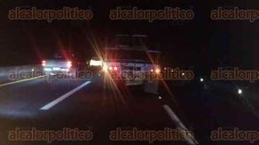 Emiliano Zapata, Ver., 29 de abril de 2017.- La noche de este viernes se registró un accidente automovilístico sobre la autopista Xalapa-Veracruz, a la altura de Plan del Río, cuando el conductor de un vehículo particular se impactó contra la parte trasera de un tráiler.