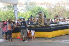 Papantla, Ver., 29 de abril de 2017.- Familias de la zona del Totonacapan se dieron cita en el Parque Takilhsukut, donde se desarrolló con gran éxito la celebración de Kani Tajín, esto en el marco del Día del niño.