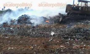 Santiago Tuxtla, Ver., 29 de abril de 2017.- La tarde de este sábado se registró un incendio en el basurero municipal que fue sofocado con la ayuda de maquinaria pesada y varias pipas de agua.