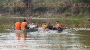 Emiliano Zapata, Ver., 30 de abril de 2017.- Cerca de las 13:00 horas, varias personas que se divertían en la laguna de Dos Ríos, se percataron de que un joven se estaba ahogando.