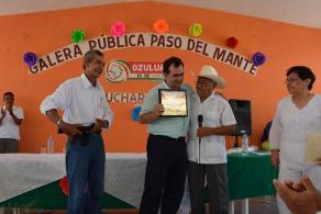 Ozuluama, Ver. 30 de abril de 2017.- El senador por Veracruz, Pepe Yunes Zorrilla, refrendó su compromiso con el sector pesquero de la entidad para seguir trabajando y gestionando apoyos y programas federales en beneficio de los productores. Acudió a la celebración del 80 aniversario del ejido Paso del Mante.