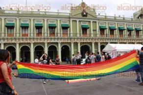 Xalapa, Ver., 22 de mayo de 2017.- Este lunes, activistas de la comunidad LGBT exigieron justicia por la masacre en el bar
