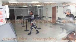 Veracruz, Ver., 22 de mayo de 2017.- Un ladrón que portaba un arma de fuego aprovechó la poca vigilancia para robar en una sucursal del banco BANSEFI, ubicada en la avenida Independencia, entre Benito Juárez y Emparan; en el Centro Histórico.