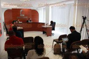 Xalapa, Ver., 24 de mayo de 2017.- La consejera presidenta del IVAI, Yolli García Álvarez presidió la sesión del día acompañada por el consejero José Mendoza Hernández.