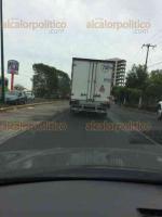 Xalapa, Ver., 24 de mayo de 2017.- Lector que persiguió a conductor y logró captar una fotografía del vehículo, denuncia que camión atropelló a motociclista sobre la avenida Arco Sur y se dio a la fuga, aproximadamente a las 11:15 horas de este miércoles.