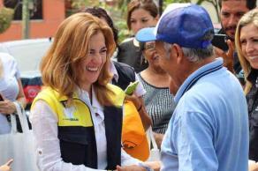 Xalapa, Ver., 24 de mayo de 2017.- La candidata por la coalición PAN-PRD, Ana Miriam Ferráez, continúa en campaña; recorrió diferentes puntos de la ciudad.