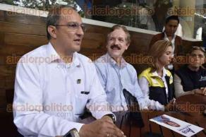 Xalapa, Ver., 24 de mayo de 2017.- El exgobernador de Guanajuato y actual senador, Juan Carlos Romero Hicks, llegó a la ciudad para apoyar la campaña de Ana Miriam Ferráez.