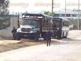 Xalapa, Ver., 26 de mayo de 2017.- Arriban camiones con granaderos de la Secretaría de Seguridad Pública a la SEV; al parecer intervendrían en la manifestación de integrantes del MMPV.